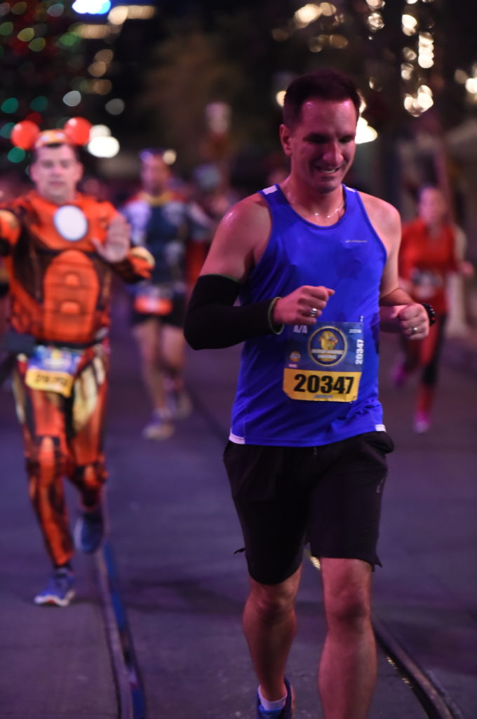 rundisney_dlrmaraaction12_20161113_7860758645