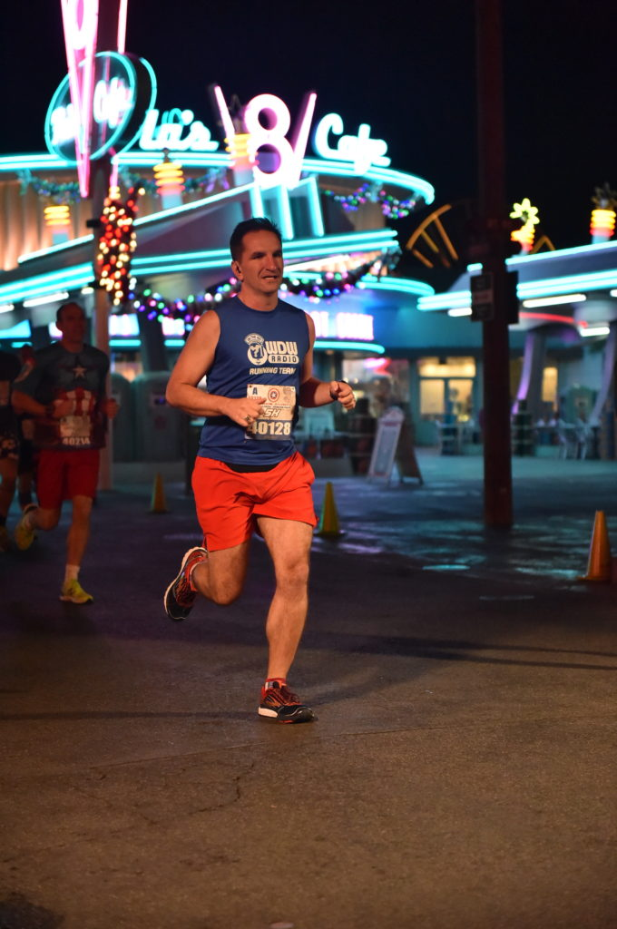 rundisney_dlrmaraaction3_20161111_7858246977